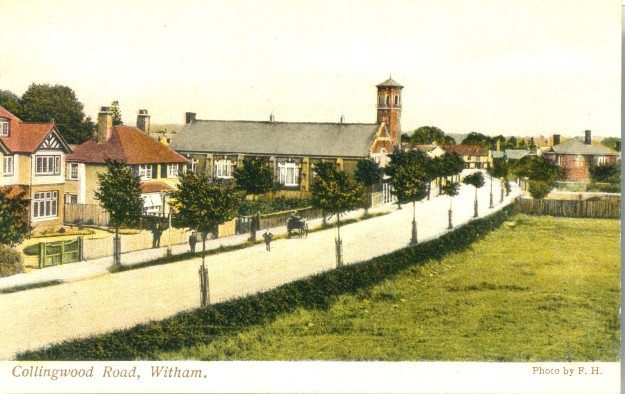 The photo portrays Collingwood Road and the Public Hall. It shows Pelican Cottage (built 1904), but not the Constitutional Club (built 1910). The trees look very new. Behind the Public Hall is the water tower, which was demolished in 1935.