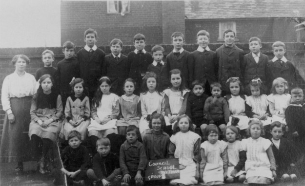 A group from the Maldon Road school in 1920. Probably Mrs Andrews on the left. The small boy in the middle of the back row is Gerald Palmer, later a headmaster in Harlow