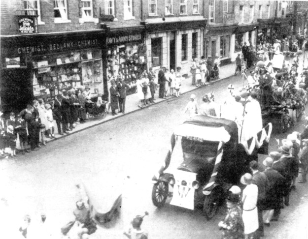 The first Carnival, in 1929. The Women's Institute lorry is at the front right, with WI written on it. There's a historical tableau on the back